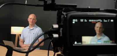 Martin Kopp bei den Aufnahmen für die Heise Academy